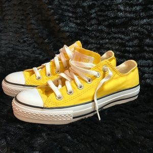 Converse yellow low